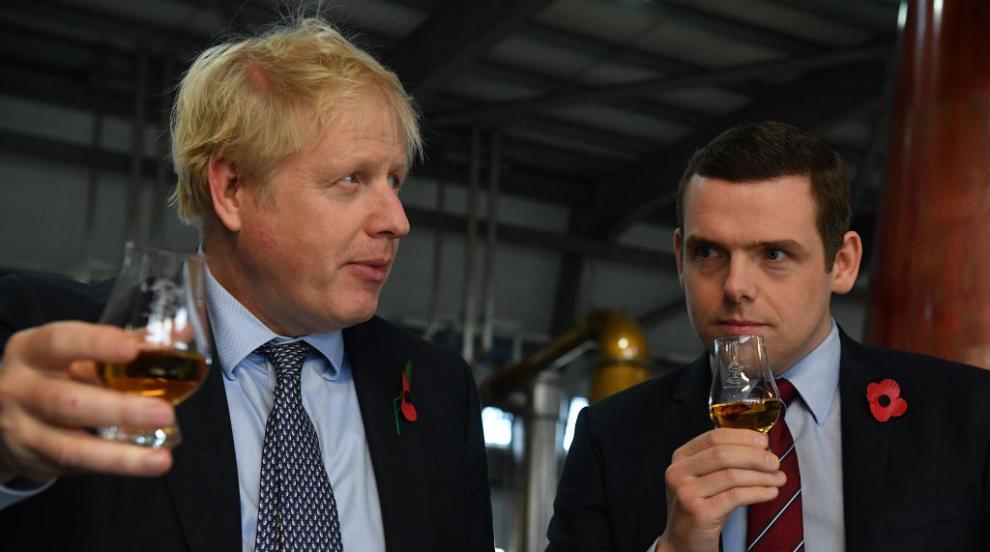 Британски министър подаде оставка заради казуса с...