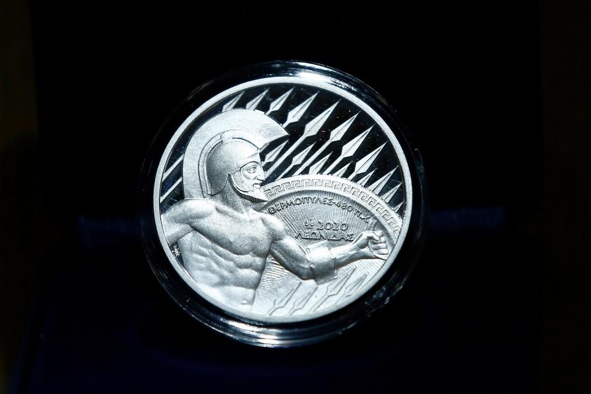 <p>Обичаят да се присъждат сребърни медали на завършилите на второ място датира от игрите на Летните олимпийски игри 1904 г. и оттогава се разпространи във всички други състезания.</p>