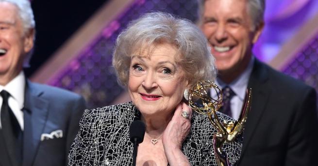 Деветдесет и осем годишната актриса и звезда на комедия Бети