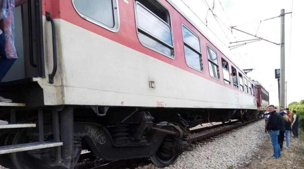 Джип мина на червено и се заби в бързия влак...