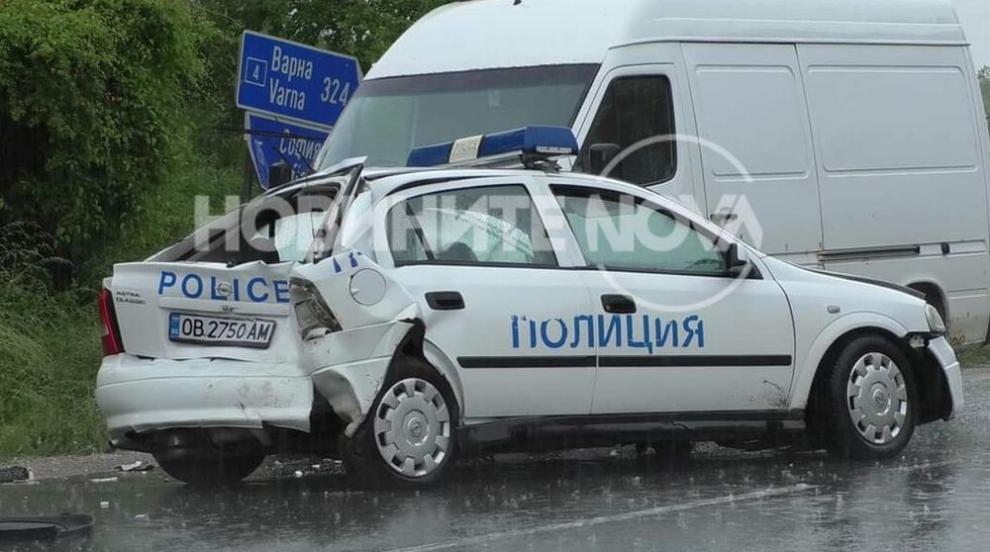 Камион блъсна патрулка на пътя Варна-София