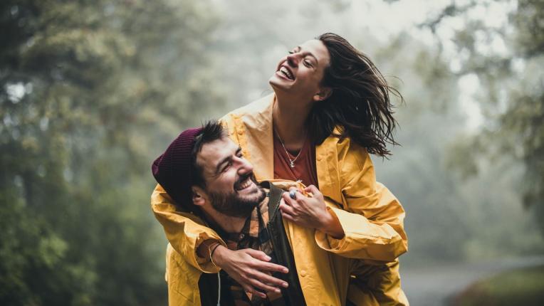 4-те зодии, които се преобразяват напълно, когато са влюбени