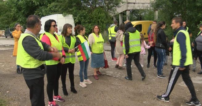 Протест в горнооряховското село Поликраище. Причината - закриването на основното
