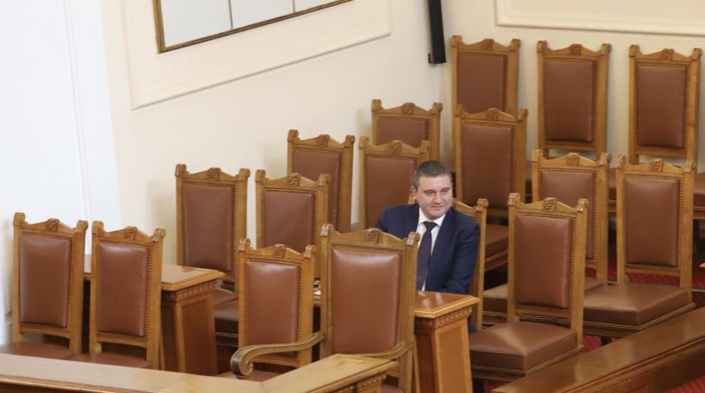 Министрите в кабинета не виждат повод да хвърлят...