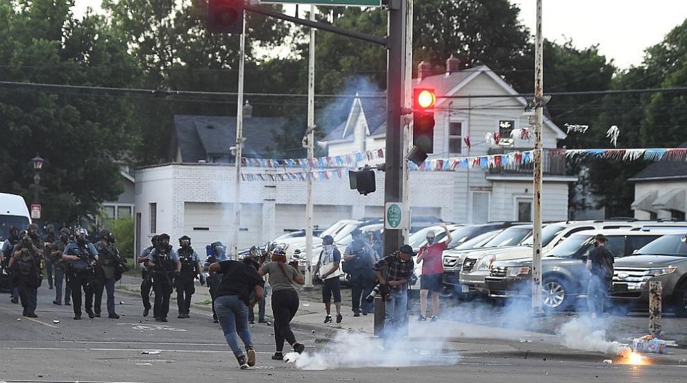 Размирици, протести и напрежение в САЩ заради смъртта на чернокож при ареста му