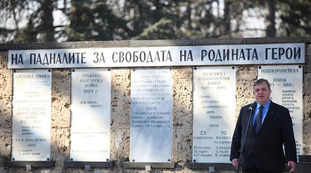 Каракачанов: В деня на Ботев да положим цвета пред...