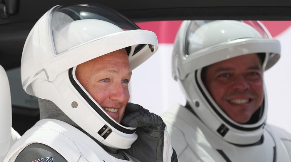 Двамата астронавти в капсулата на Space X й дадоха името...