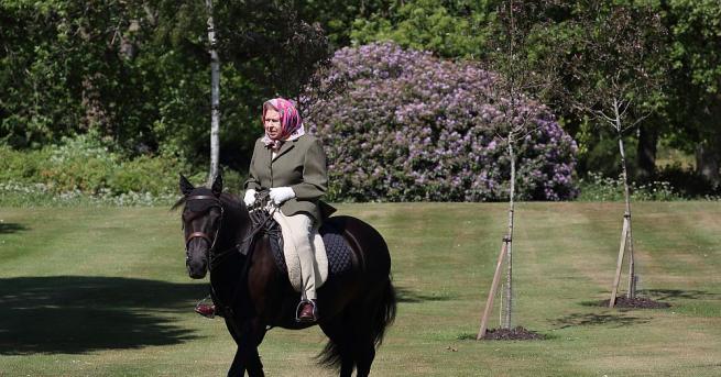 Кралица Елизабет Втора бе видяна на открито за пръв път