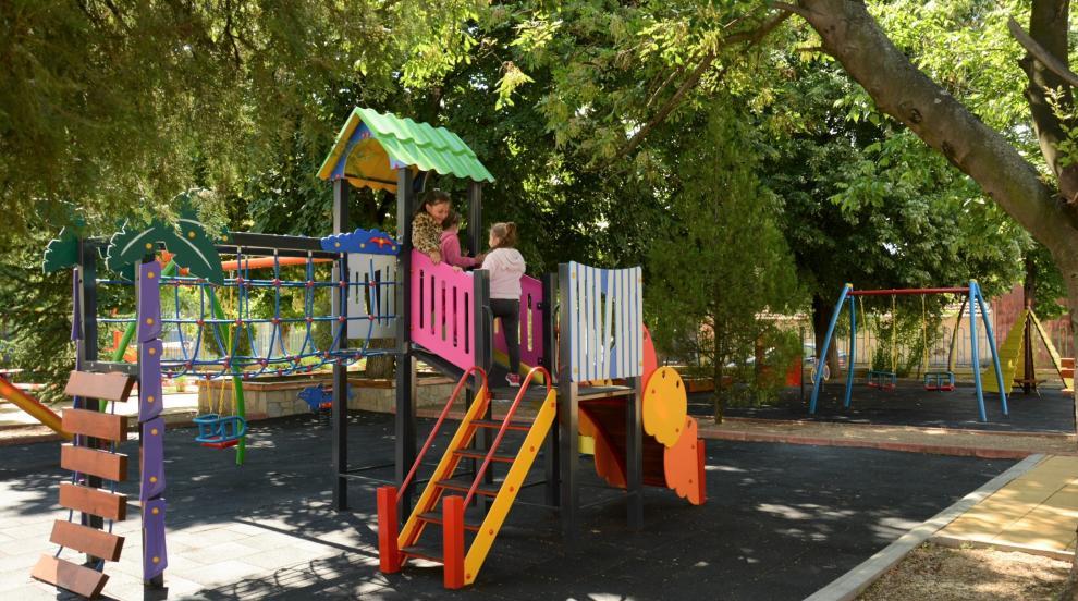 На нови площадки се радват малчугани в детска градина