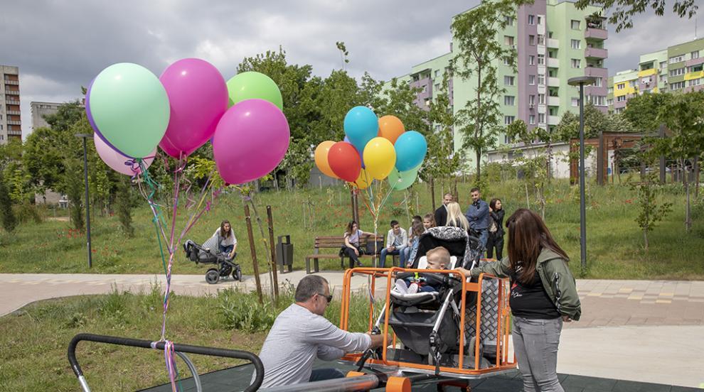 Люлка за деца с увреждания откриха в парк...