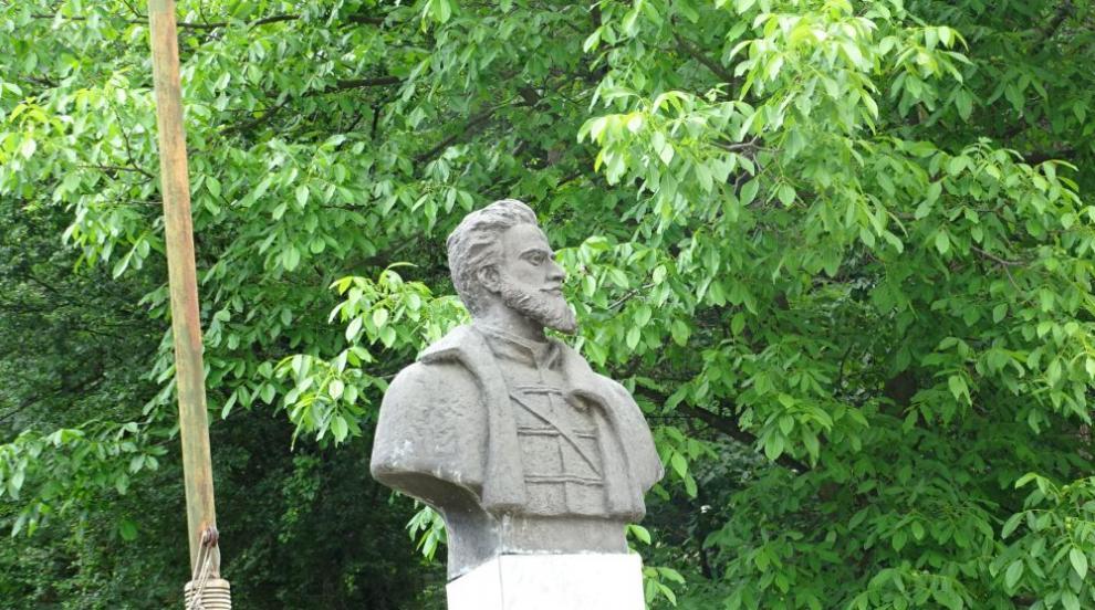 Сирените прозвучаха: С едноминутно мълчание България почете паметта на Христо Ботев (СНИМКИ/ВИДЕО)