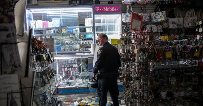 Въведеният заради размириците и мародерствата полицейски час в Ню Йорк