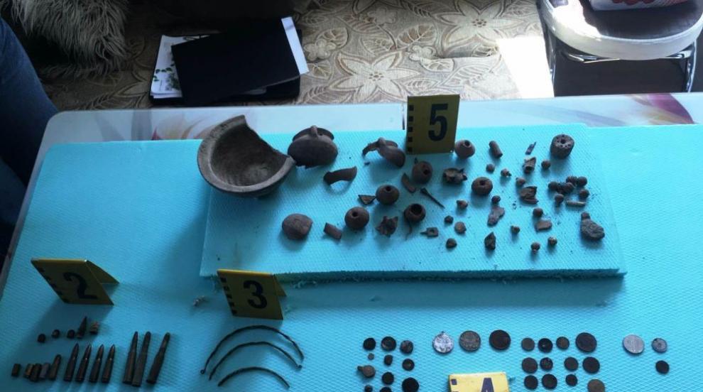 Иззеха антични предмети и незаконно оръжие във...