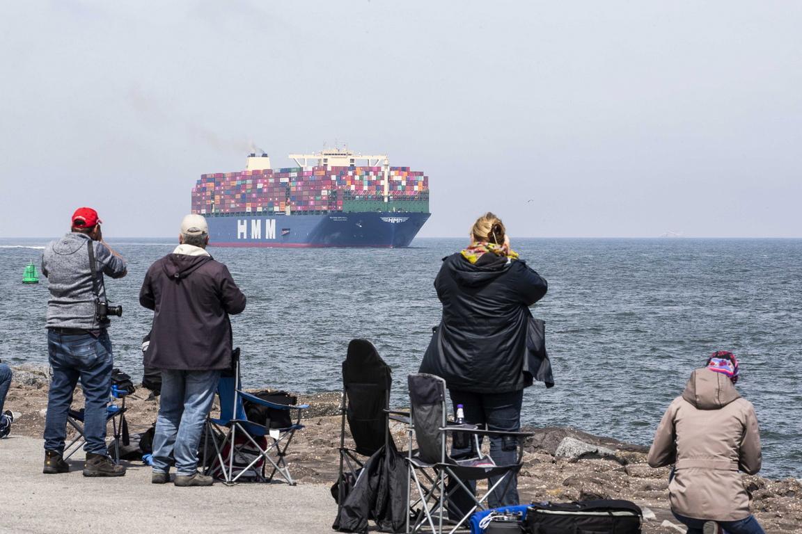 <p>По време на първото си плаване корабът HMM Algeciras притежава 23 964 контейнера с височина 20 фута всеки, стандартен размер</p>
