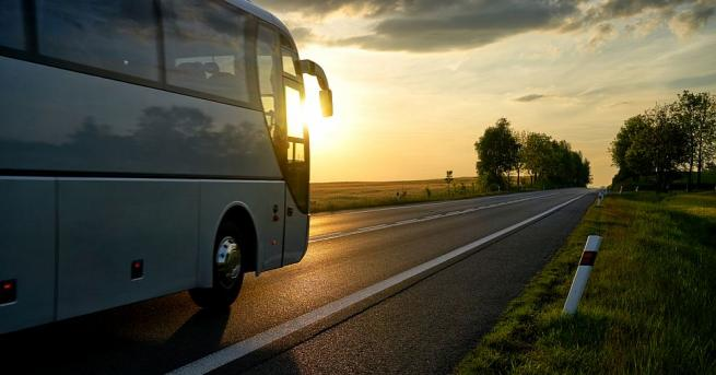Автобус по линия Пещера - Пловдив с петимапътници се е