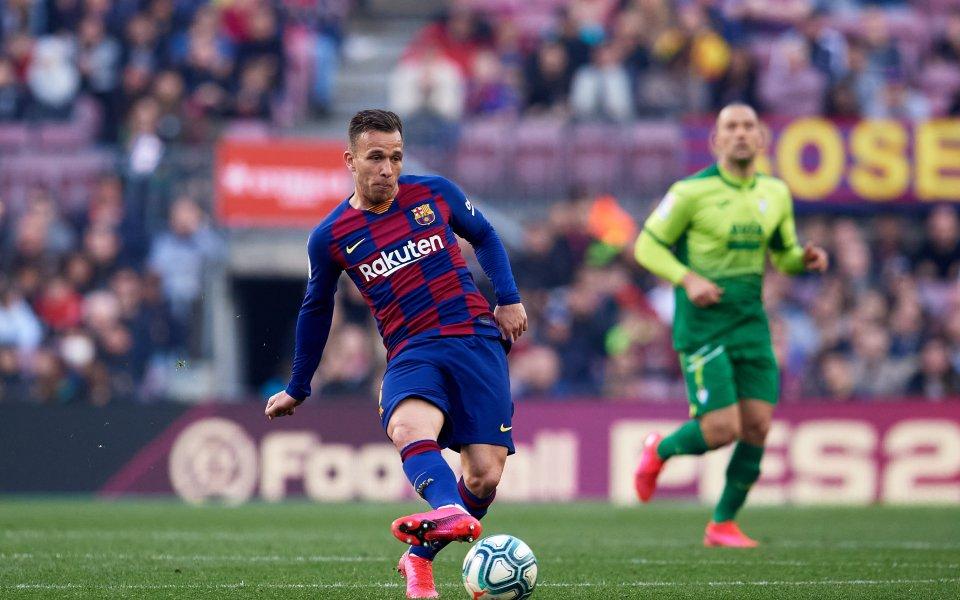 Халфът на Барселона Артур все още не е взел категорично