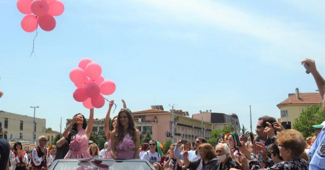 Царското шествие на Царица Роза 2020 обиколи празнуващия Казанлък и
