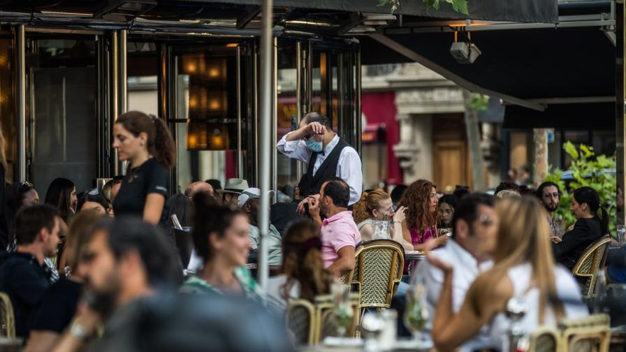 """Как парижани се връщат към """"нормалния"""" живот"""
