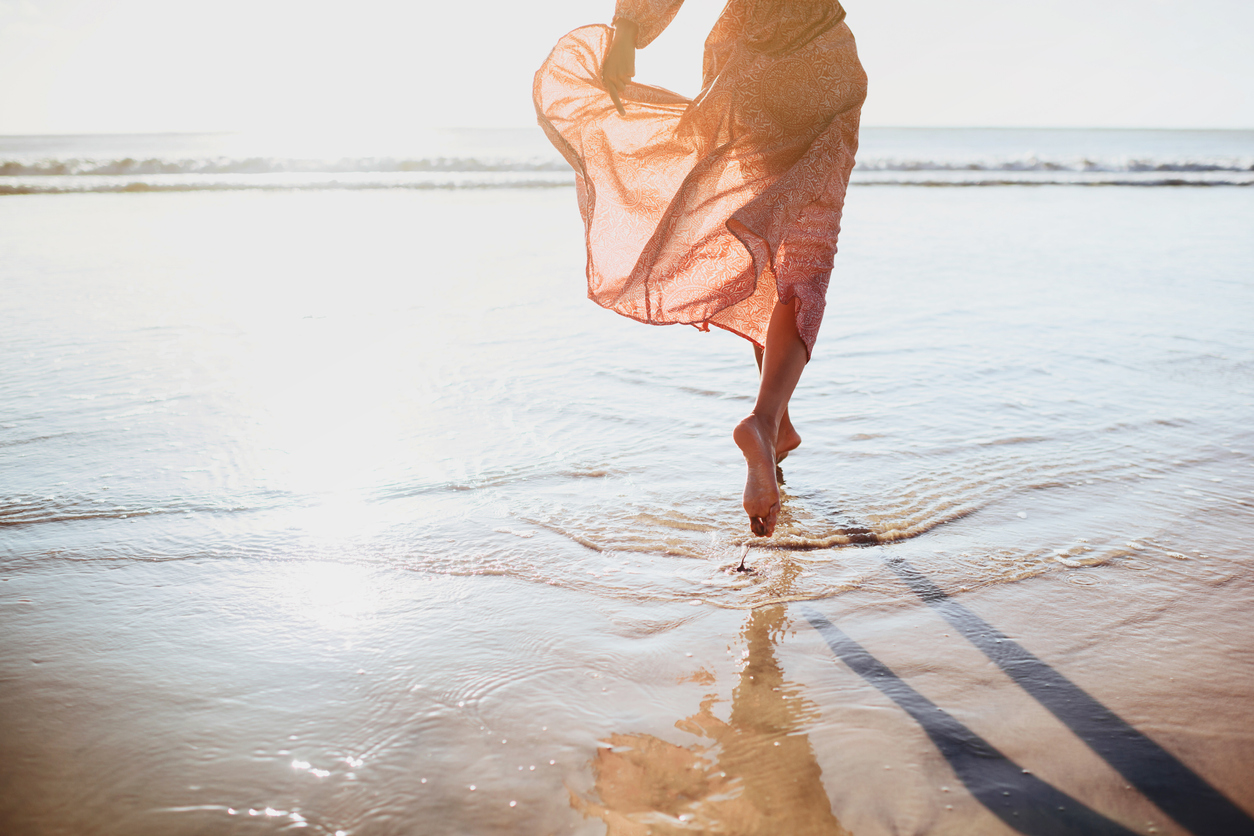 <p><strong>Водолей</strong></p>  <p>Лятото на тази зодия ще се случи голяма промяна в професионален план, която ще постави края на един дълъг период за знака и ще даде началото на ново изживяване с много положителни ефекти върху живота им. През август идва времето и на любовта. Самотният Водолей ще трябва да бъде по-активен. Тези, които имат връзка, ще трябва да поставят на второ място работата и домакинските дела и да отделят повече за време за партньора си. Лятото ще завърши с положителна нотка, точно така, както и ще започне.</p>