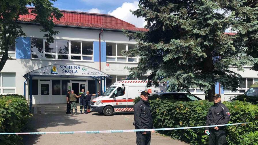 Убит учител в Словакия, учителка и деца са ранени