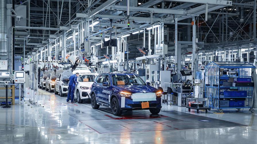 <p>BMW пуска електрическия iX3 през лятото</p>