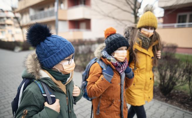 COVID-19: Какво се случва с училищата по света