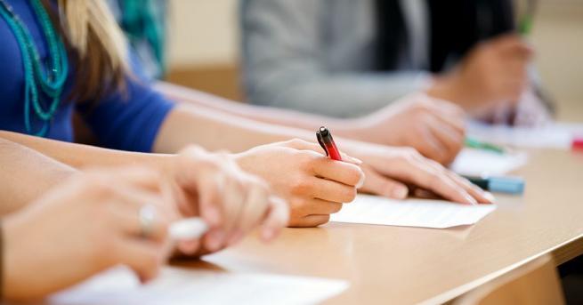 При спазване на противоепидемичните мерки в Ректората на Софийския университет