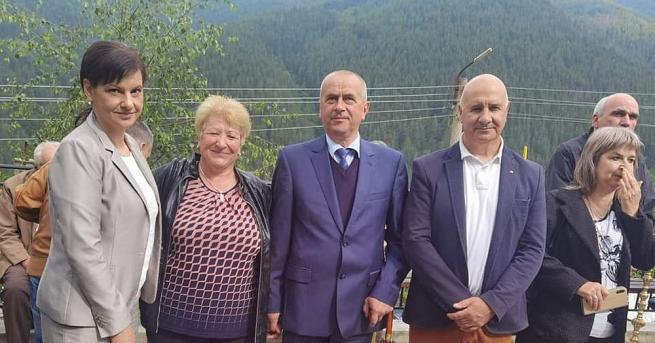 Председателят на ПГ на ГЕРБ Даниела Дариткова присъства на освещаването