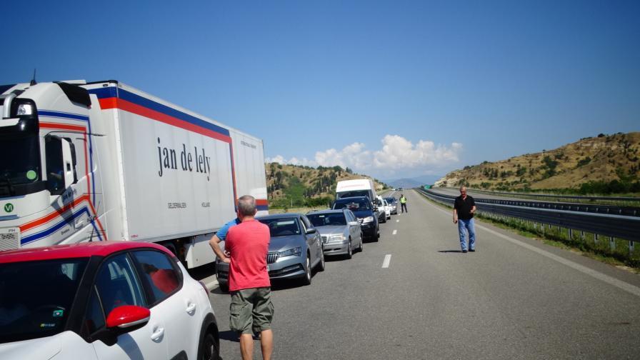Колона от тежкотоварни автомобили на границата с Гърция