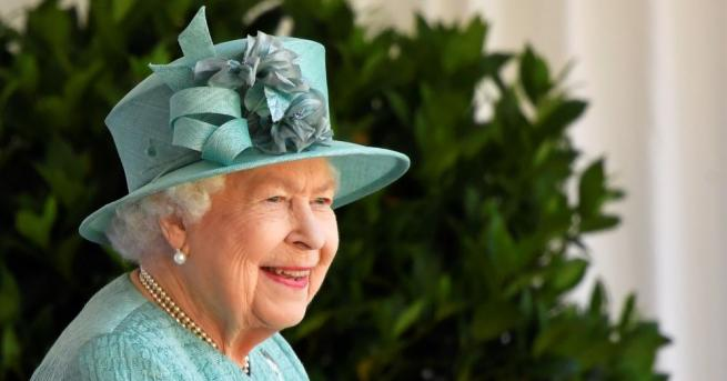 Британското кралско семейство отдаде почит на Британския червен кръст, който