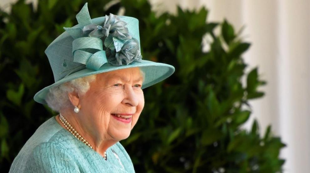 След дълга пауза: Кралица Елизабет видя внуците си,...