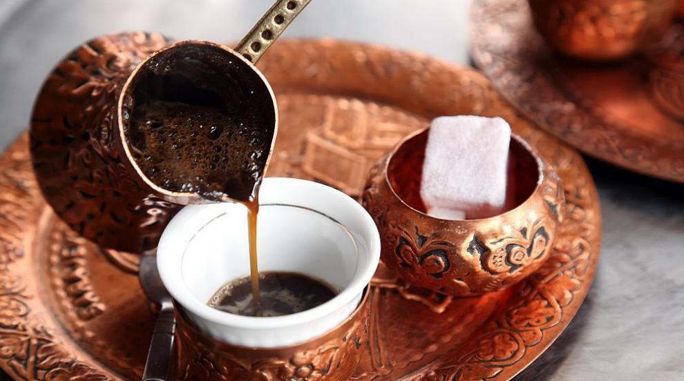 Една чашка кафе изгаря мазнини и захар в тялото
