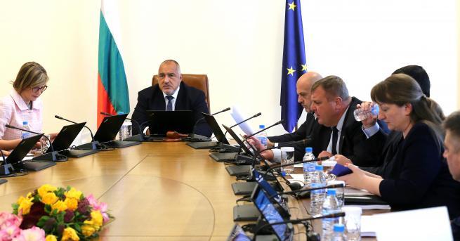 България Бизнес, правителство и синдикати сключиха важни споразумения Те бяха