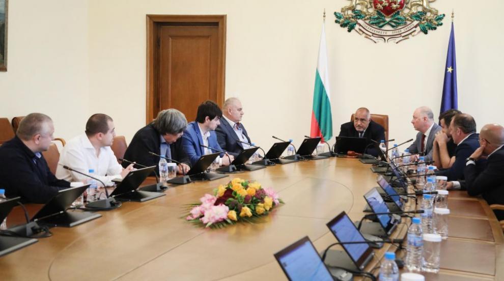 Борисов се срещна с представители на сдруженията на...