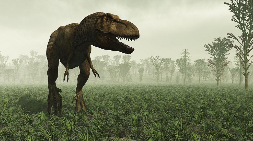 Следи от огромни хищни динозаври са открити в...
