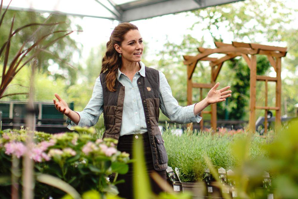 Херцогинята на Кеймбридж посети градински център, за да види как се справя бизнесът в условията на пандемията от коронавируса