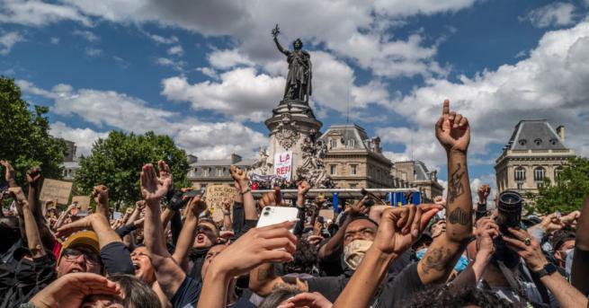 Две статуи в Париж, свързани с френския колониализъм, бяха изцапани