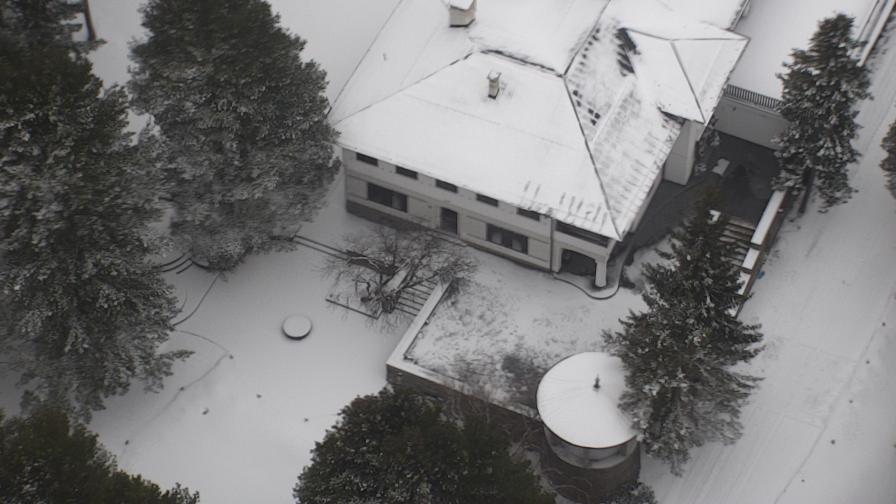 <p>Проверка на&nbsp;преустройства в резиденция на Живков, купена от Божков (СНИМКИ)</p>