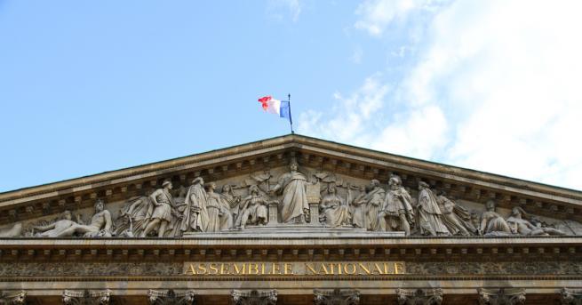 Статуя пред френския парламент в чест на Жан-Баптист Колбер беше