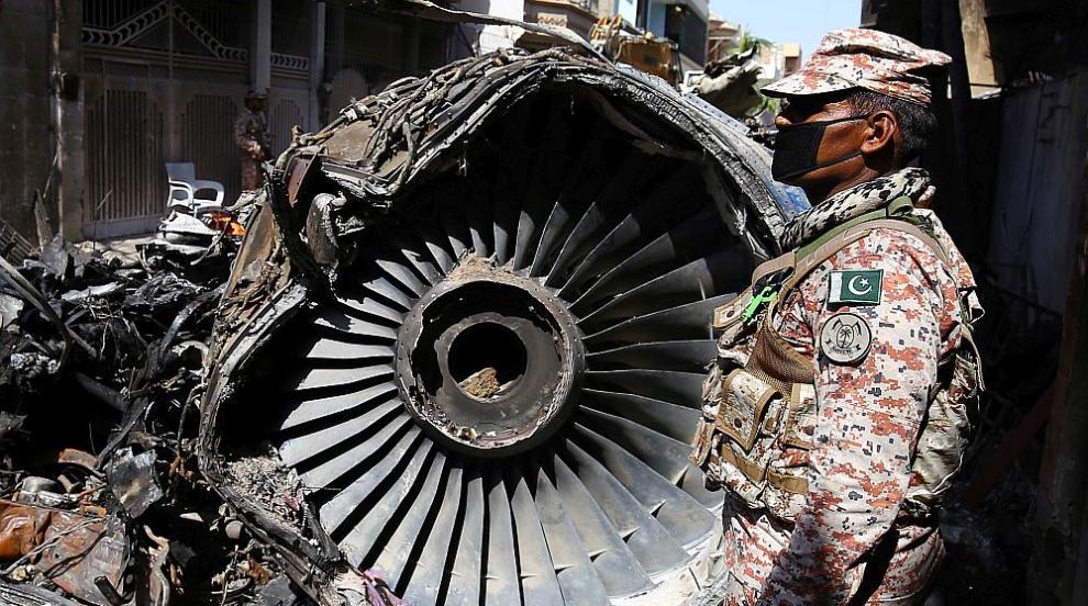Авиокатастрофата в Карачи е причинена от небрежност...
