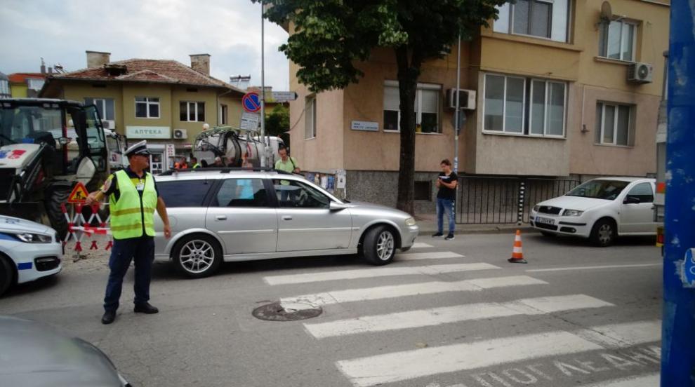 Шофьор блъсна възрастен мъж на пешеходна пътека в...