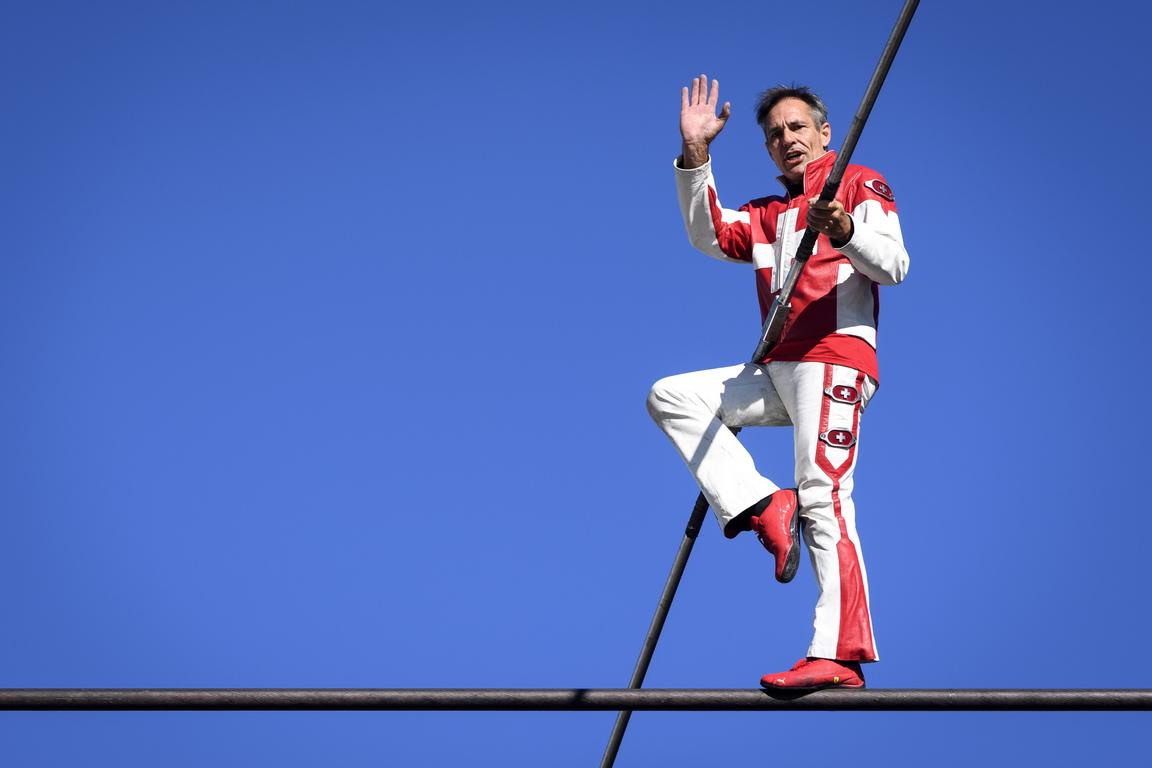 <p>Притежателят на 22 световни рекорда за ходене по въже, Фреди Нок успя да добави още три към актива си.</p>