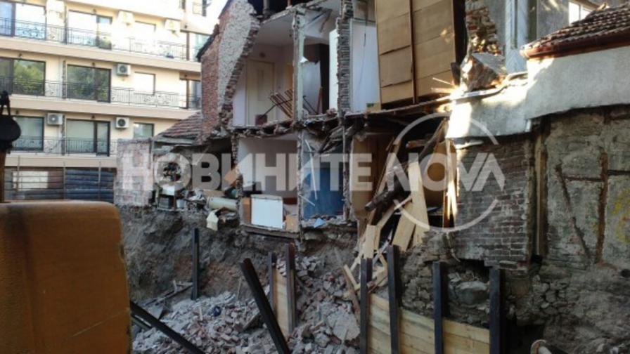 Стена на жилищна сграда се срути в Пловдив