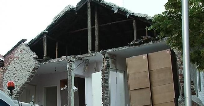 Част от къща се срути в центъра на Пловдив. Причината