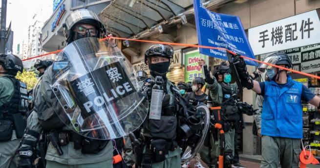 Хонконгската полиция арестува най-малко 53 души след размирици по време