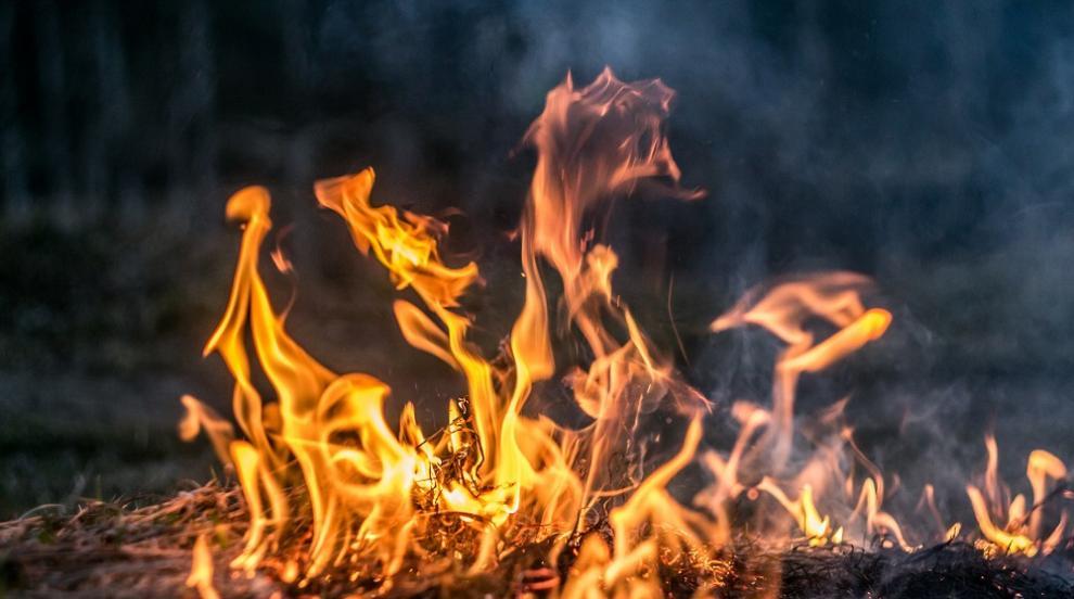 Сливенски пожарникари и доброволци спасиха седем...
