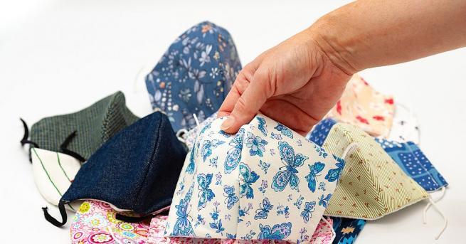 Ръкавиците и маските за еднократна употреба, които станаха ежедневие във