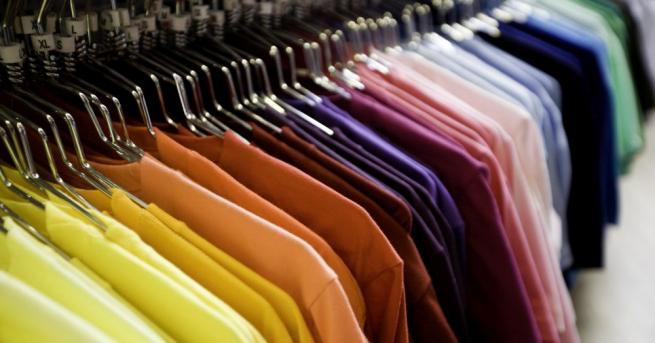 След 40 години кройката и използваните материали за дрехите стават