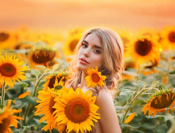 <p><strong>Най-красивите</strong>&nbsp;</p>  <p>Стрелец - природата е била изключително щедра към Стрелците. <strong>Самите те осъзнават голямата харизма, която носят у себе си, кокетни са и знаят как да впечатляват.</strong> Често можете да ги видите как се любуват на себе си в огледалото, но не ги мислете са празноглави. Стрелците са изключително хитри и знаят как да използват красотата си като ценен ресурс.</p>