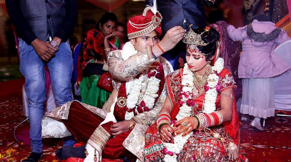 Младоженец беше глобен за 16 заразени на сватбата му с...
